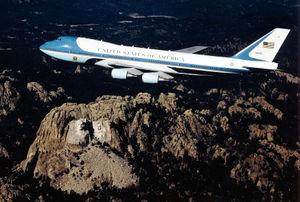 300px-Boeing_VC-25A_82-8000_USAF.jpg